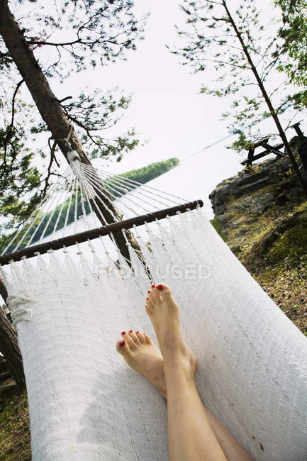 Elevated view of woman relaxing in white hammock — Stock Photo