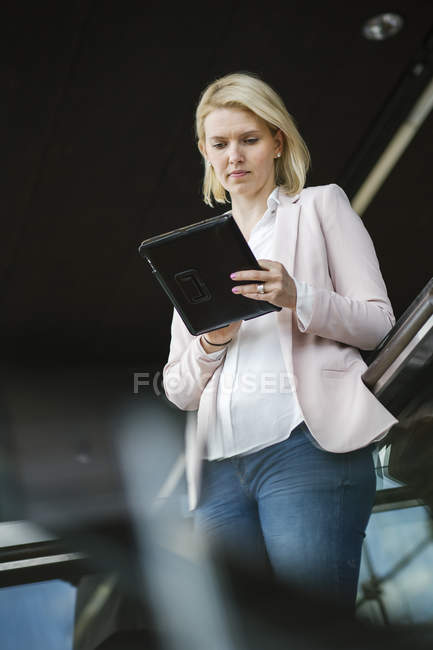 Young businesswoman using digital tablet, differential focus — Stock Photo