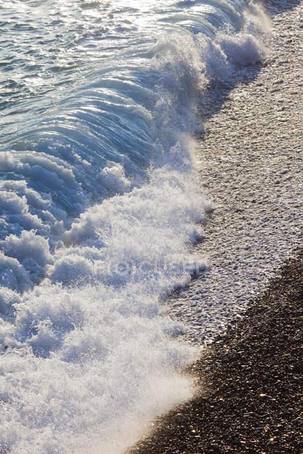 Erhöhter Blick auf plätschernde Meereswellen — Stockfoto