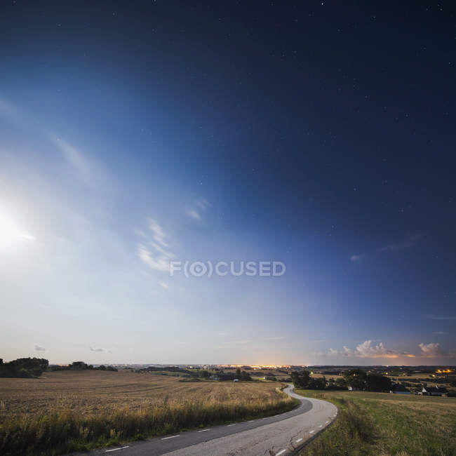 Empty road in countryside at twilight — Stock Photo