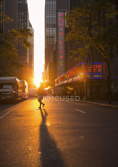 Street with pedestrians at sunset, selective focus — Foto stock