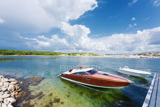 Side view of two boats in bay — Foto stock