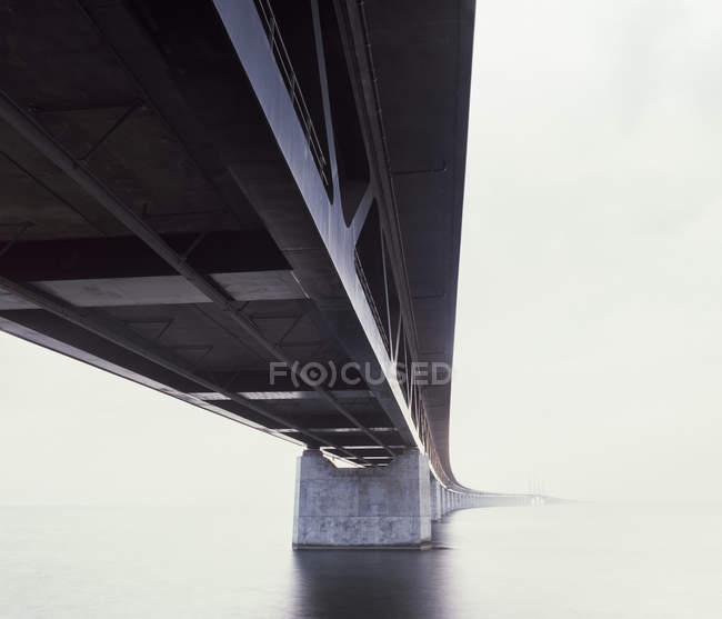 Vista sul ponte di Oresund coperto di nebbia — Foto stock
