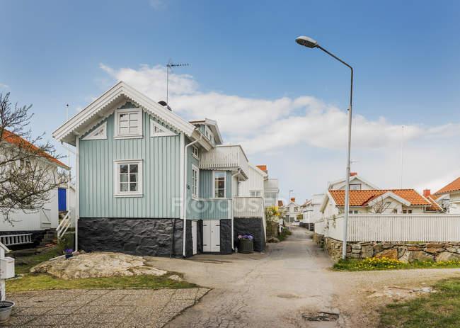 Vista da autênticas suecas casas na aldeia — Fotografia de Stock