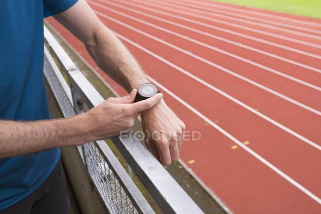 Спортсмен, підготовка до професійної підготовки, вибіркове фокус — стокове фото