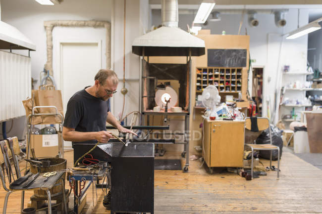 Man working in workshop, focus on foreground — Stock Photo