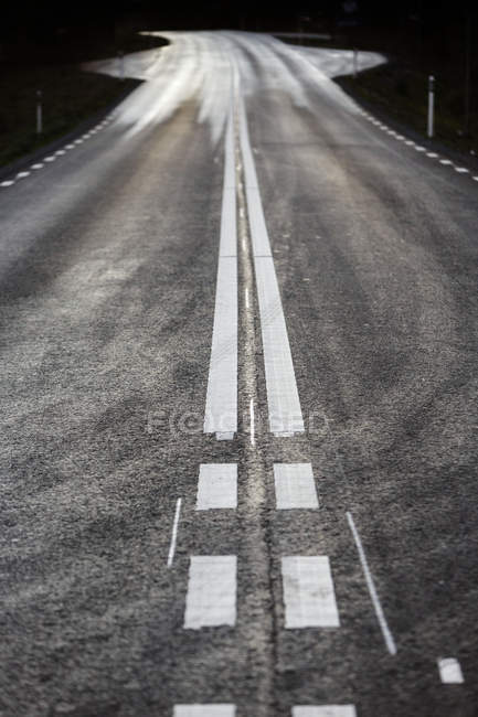 Dividing lines on asphalt road surface — Stock Photo