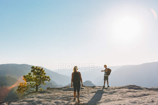 Man and woman looking at view at Taft Point — Stock Photo