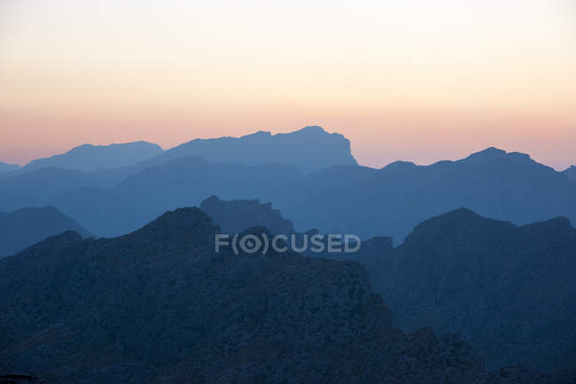 Silhouetten der Rocky Mountains auf sunset sky — Stockfoto