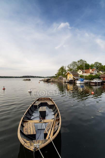 Ruderboot und dem Meer im Hintergrund, Stockholmer Schären — Stockfoto
