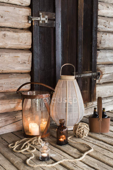 Front view of wooden patio with candles and lanterns — Stock Photo