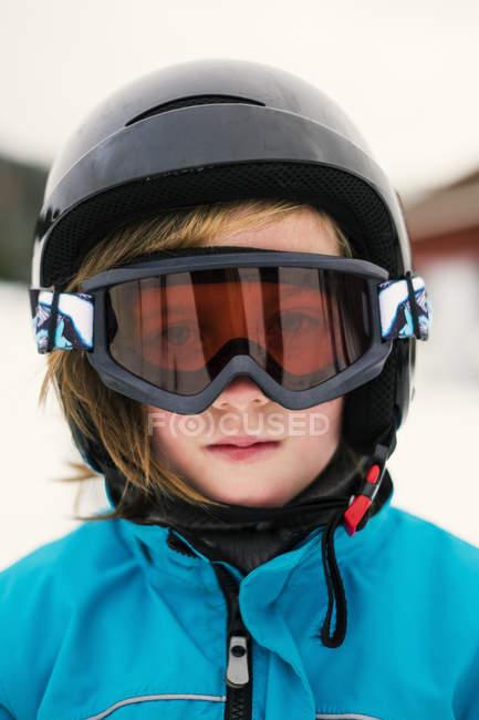 Retrato da garota usando googles de esqui — Fotografia de Stock