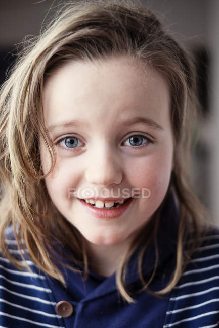 Portrait of girl with brown hair looking at camera — Stock Photo