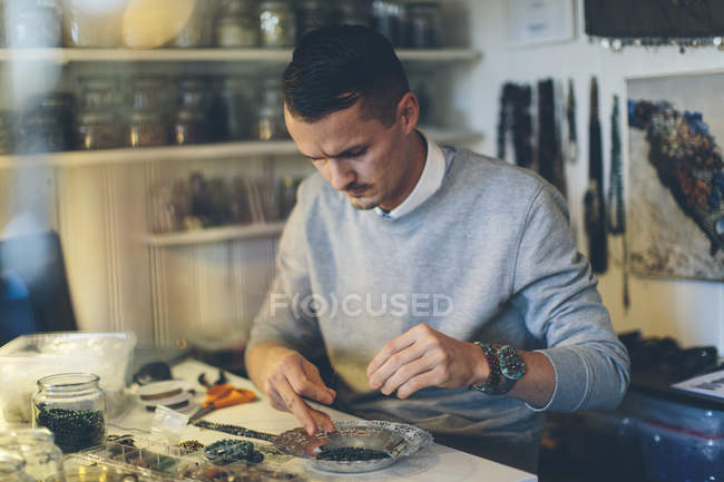 Man making beaded jewelry, selective focus — Stock Photo
