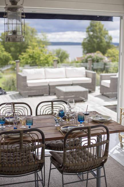Speisesaal mit Terrasse, selektiven Fokus — Stockfoto
