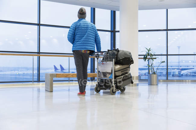 Rear view of man with luggage at airport — Stock Photo