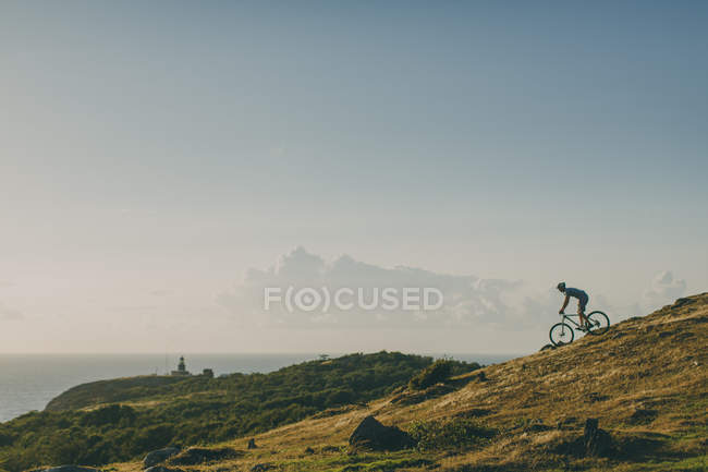 Side view of man mountain biking — Stock Photo