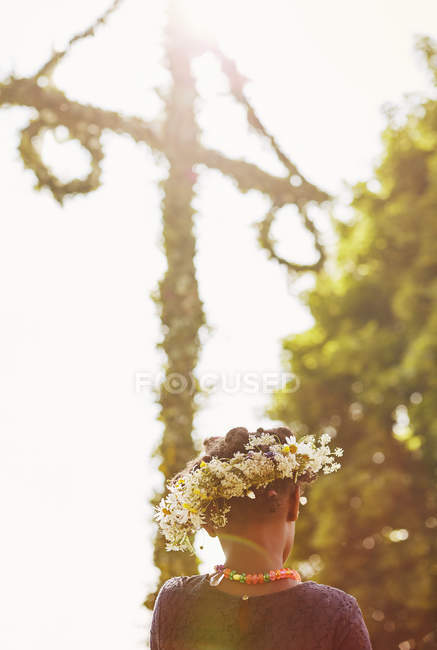 Rear view of girl wearing flower crown, focus on foreground — Stock Photo