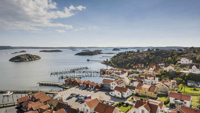 Vista aérea da vila na costa oeste sueca — Fotografia de Stock