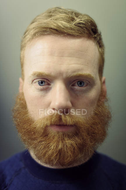 Portrait of bearded man looking at camera — Stock Photo