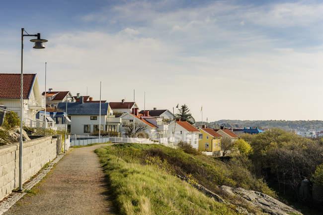 Vista panorâmica das casas na aldeia, costa oeste sueca — Fotografia de Stock