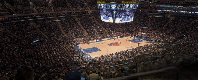 Basketball game in Madison Square Garden, selective focus — Stock Photo