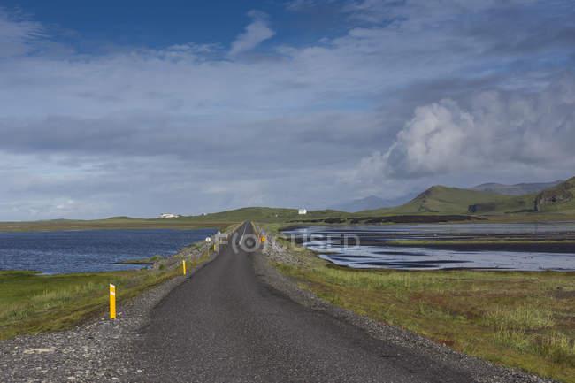 Gravel road under overcast sky in Iceland — Stock Photo