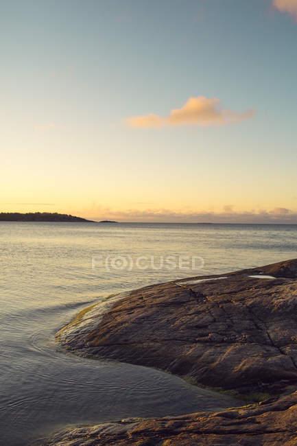 Malerische Aussicht auf den Sonnenaufgang über dem Stockholmer Schären — Stockfoto