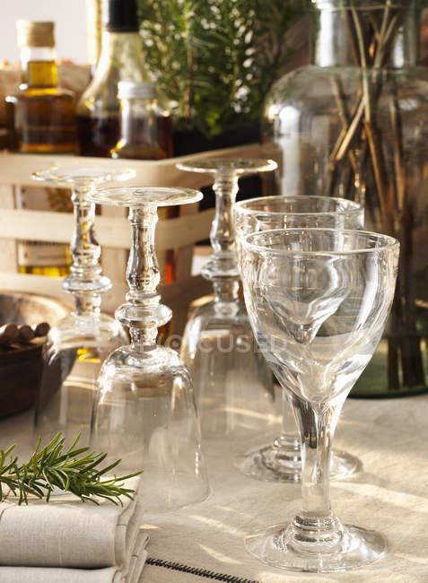 Blick auf Backlit Wein Gläser, differenzielle Fokus — Stockfoto
