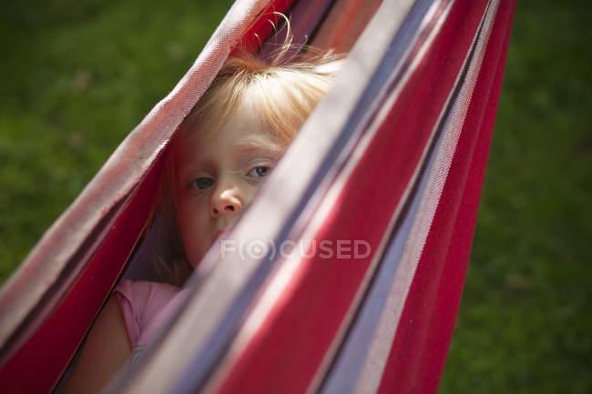 Girl hidden in hammock, differential focus — Stock Photo