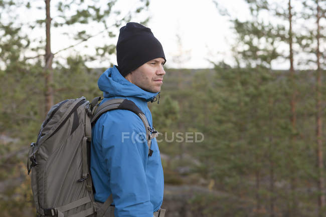 Side view of man looking away — Stock Photo