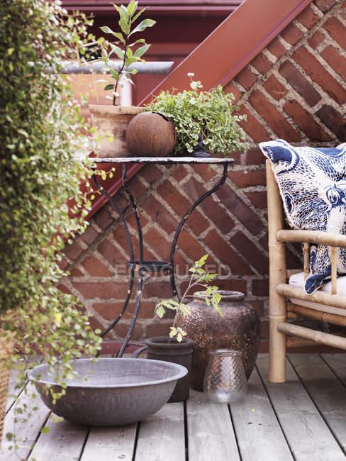Couchtisch und Sessel im Freien, differenzielle Fokus — Stockfoto