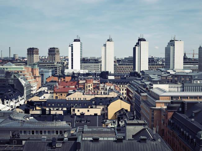Erhöhter Blick auf das Stadtbild unter blauem Himmel — Stockfoto