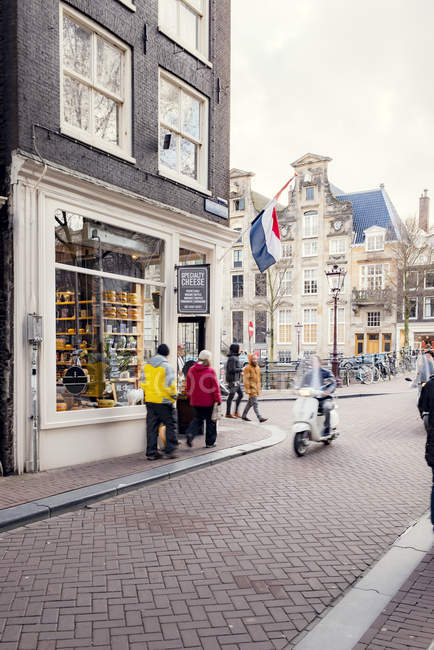 Pedestrians in old town in Amsterdam — Stock Photo