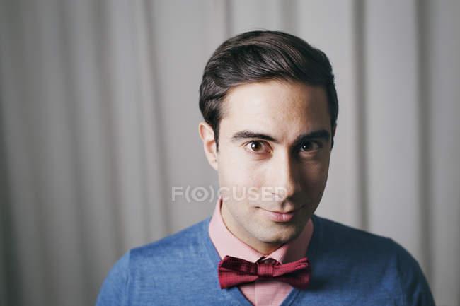 Portrait of man wearing bow tie, focus on foreground — Fotografia de Stock