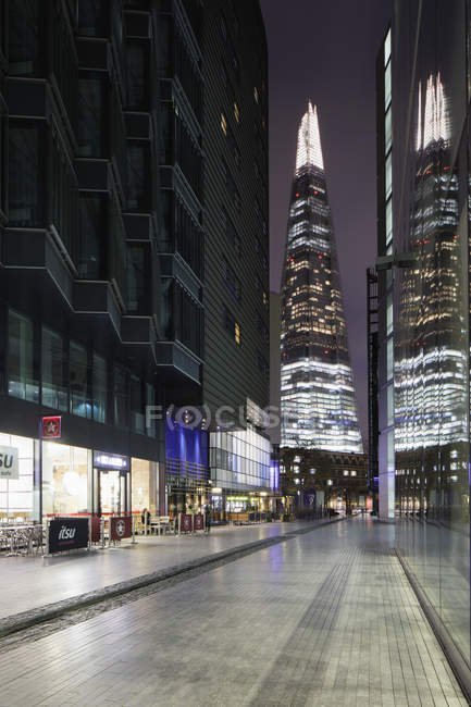 View of Shard London Bridge from street — Foto stock