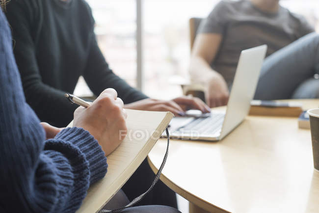 Cropped view of business people working, selective focus - foto de stock