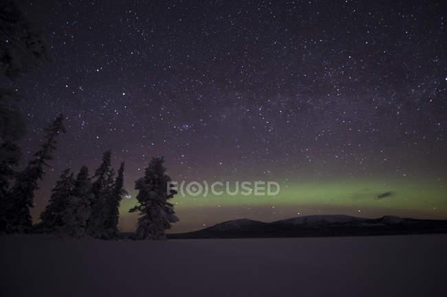 Vista panorâmica da Aurora Boreal no céu noturno — Fotografia de Stock