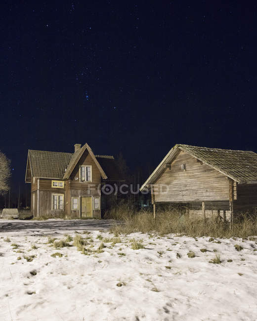 Houses at night during winter, rural scene — Stock Photo
