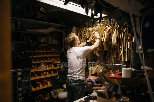 Mature man working in leather workshop, small business concept — Stock Photo