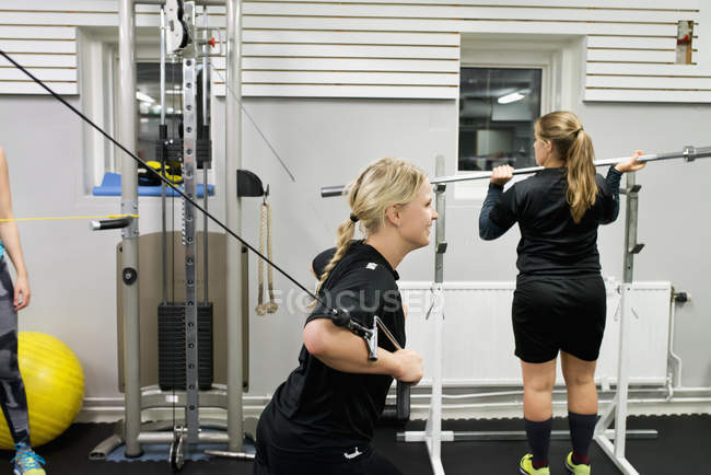 Young women working out in gym, selective focus — Foto stock