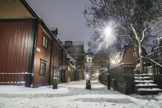 Leere Straße in der Nacht, Nordeuropa — Stockfoto