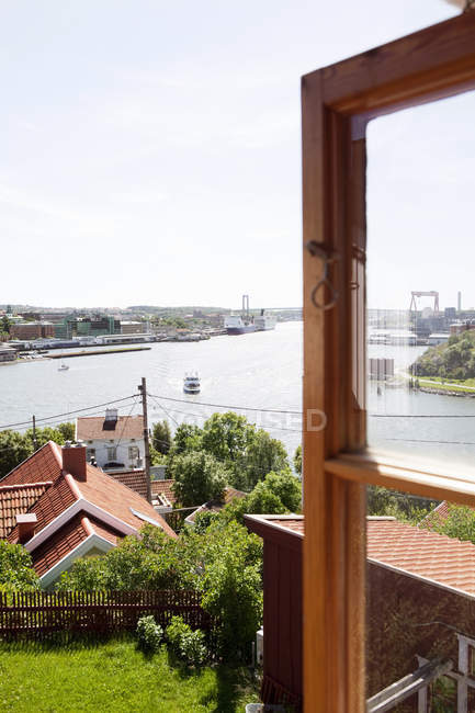 City and harbor on sunny day, Hisingen — Stock Photo