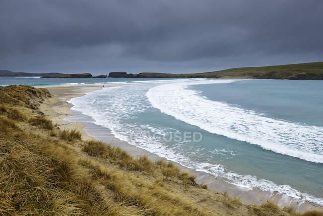 St Ninians Isle sob nuvens de tempestade em Shetland, na Escócia — Fotografia de Stock