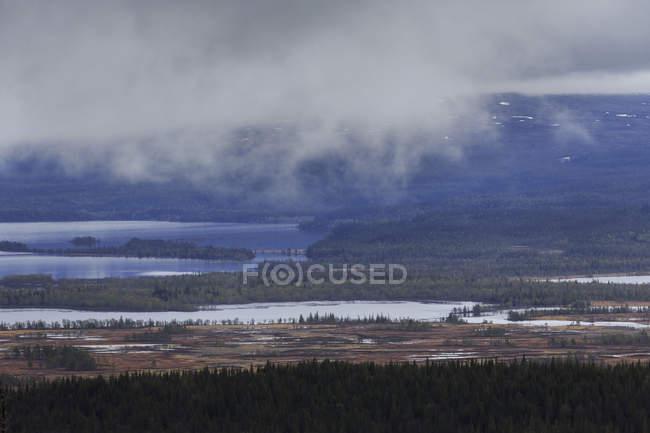 Malerische Aussicht auf Nebel über dem Fluss, Schweden — Stockfoto