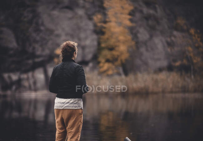 Rear view of woman looking at lake — Stock Photo