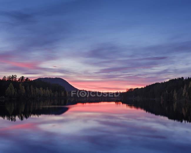 Malerischer Blick auf den Fluss Osterdal, ländliche Szenerie — Stockfoto