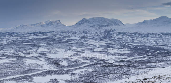 Snow-capped mountains in Abisko, Sweden — Stock Photo