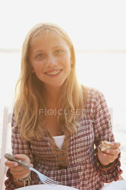Портрет носіння області ортодонтії-брекети дівчинки-підлітка — стокове фото