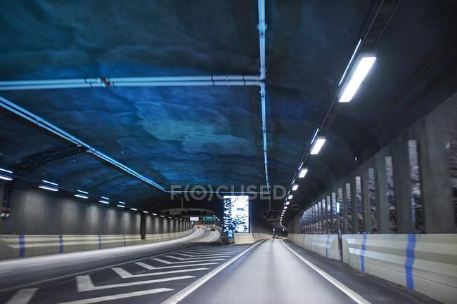 Всередині тунелю на автомагістраль Lanken Norra у Стокгольмі, Швеція — стокове фото